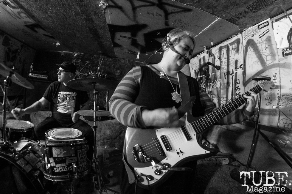 Mickie Rat (drums) and Anna Dubois (guitar) of Spiting Roses performing at Casa De Chaos in Sacramento,CA (12/15/2017). Photo Cam Evans