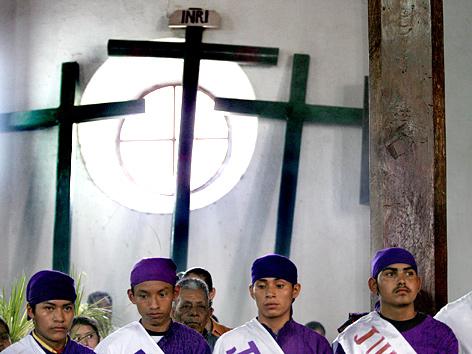 Katholiken in El Salvador: Sinkende Mitgliederzahlen. APA/AFP/Yuri Cortez/picturedesk.com