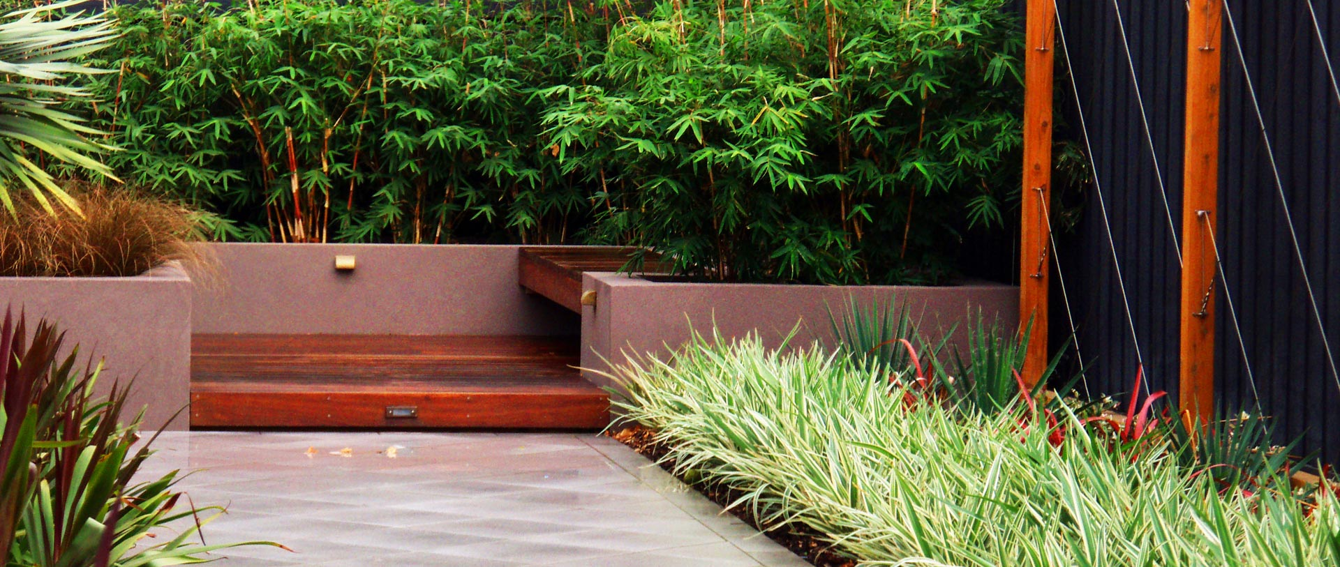 <h2>Timber Structures</h2><p>We pride ourselves on providing the very best timber decking in Melbourne. We're your expert deck builders and we work for you.</p><a href='services'>Learn More</a>
