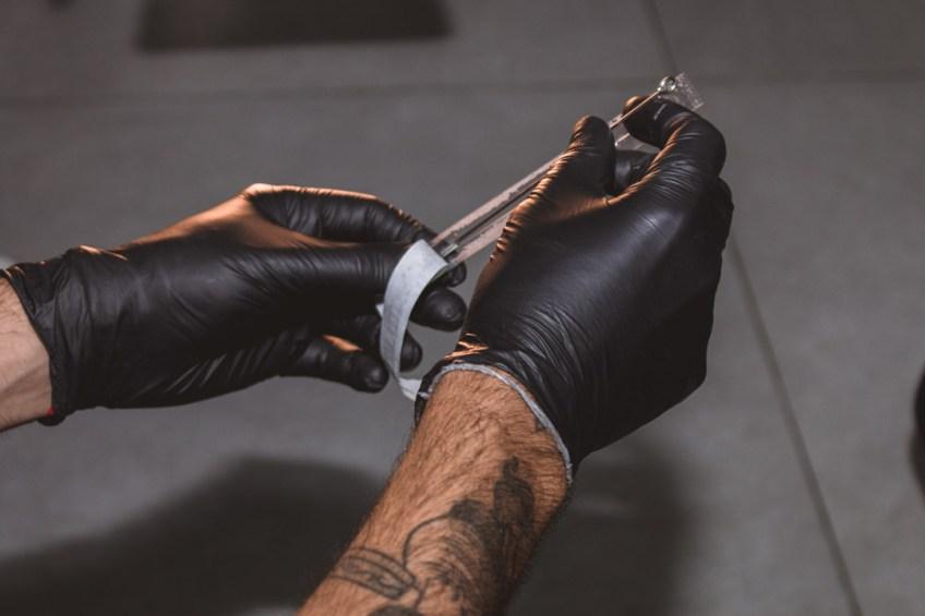 Bons estúdios investem na esterilização de equipamentos - Tudo Sobre Tatuagem