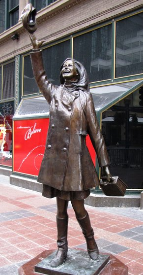 mary-tyler-moore-statue