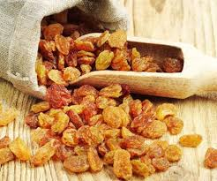 Health benefits of eating raisins soaked in water
