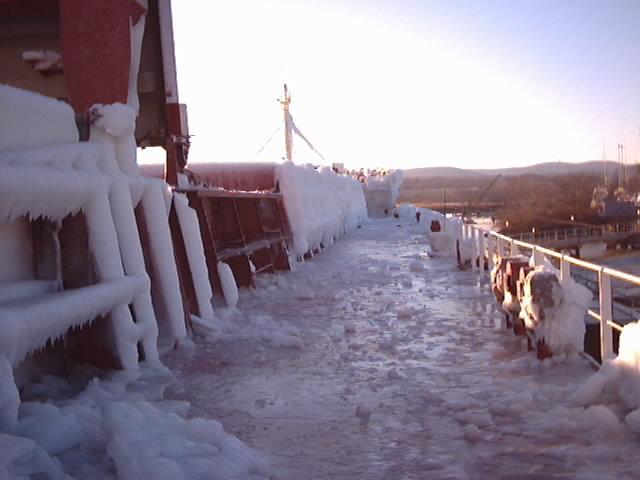 04-01-10-06-breaking-ice-to-open-hatch-stony-point.jpg