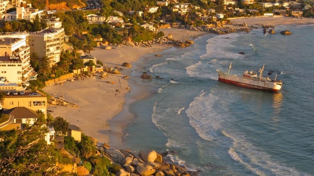 Meanwhile at Clifton Beach (4/6)