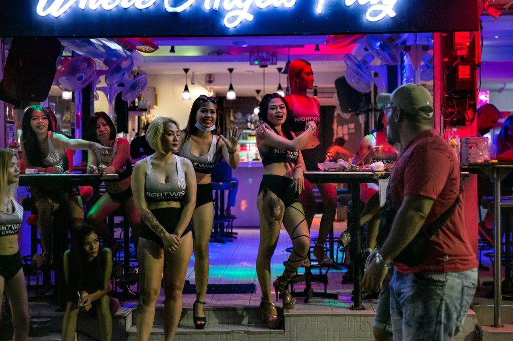 Paseando por el Barrio Rojo de Bangkok, Tailandia.