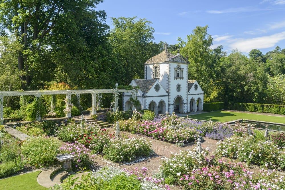 Het rosarium van Bodnant Gardens in Snowdonia, een feest voor uw zintuigen