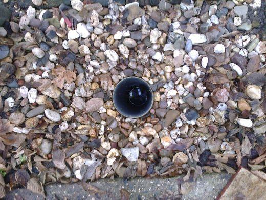 Geboord gat met buisen zicht op grondwaterniveau bij tappunt