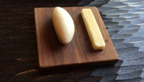 太宰府のフレンチレストランであるエッサンスで提供される2種類のバター