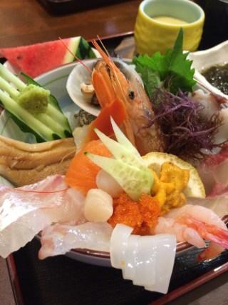 糸島の「朝日屋」の海鮮丼①