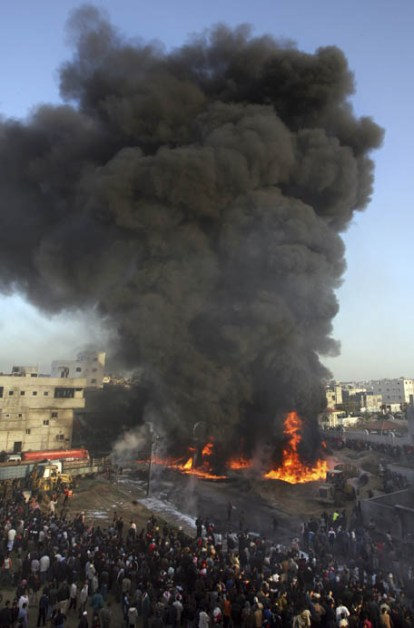 Israel Membantai 3