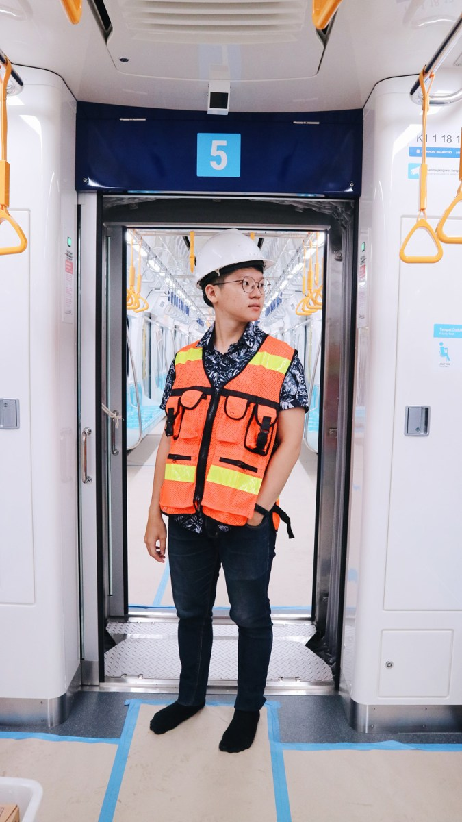 MRT Jakarta: Pengalaman Pertama Naik MRT Jakarta