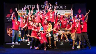 Os melhores comemoram no pódio Crédito: Tom Papp / Mitsubishi