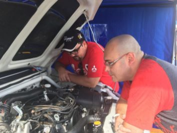 Fred e Medina acertando o carro do Macedos Rally Team #SFIChips