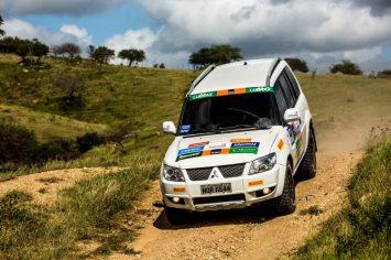 Duplas enfrentaram muitos desafios a bordo de seus 4x4 Crédito: Ricardo Leizer / Mitsubishi