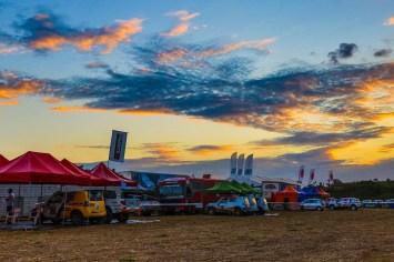 Foto: Cadu Carros preparados para competição no parque de apoio Crédito: Cadu Rolim/MitsubishiRolim/Fotovelocidade
