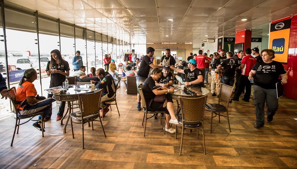 Lounge: infraestrutura e conforto para as duplas e convidados Crédito: Ricardo Leizer/Mitsubishi