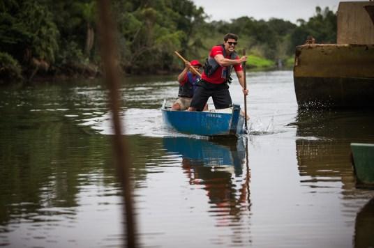 Canoagem foi feita com embarcação de pescadores Crédito: Tom Papp / Mitsubishi