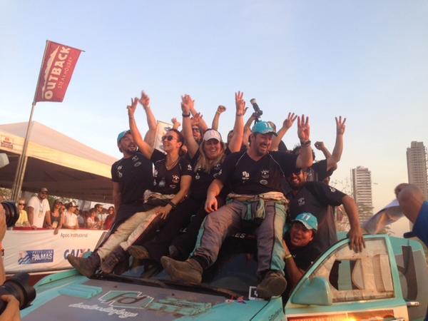 Festa na rampa de chegada em Palmas com equipe no lugar mais alto do pódio (Divulgação)