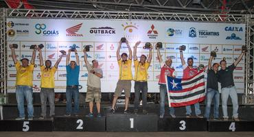 A Bulldog Racing comemorou bastante o quarto lugar na Production T2 (Doni Castilho/DFOTOS)