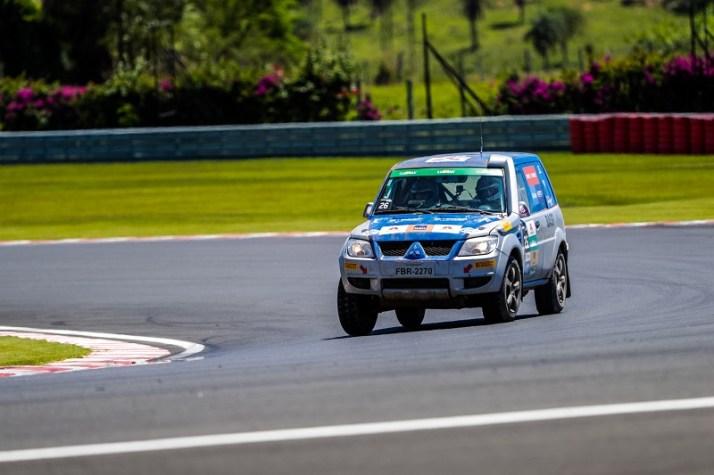 As duplas farão provas de rallycross, que mescla asfalto e terra. Foto: Cadu Rolim/Mitsubishi