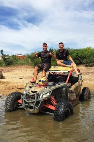 Breno Rezende (à esquerda) e o piloto Lucas Barroso vencem o Rally Piocerá 2017 com o novo Can-Am Maverick X3 X RS Crédito: Angelo Savastano