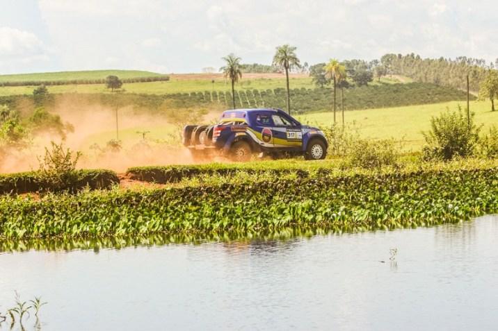 Thiago Rizzo e Léo Magalhães durante a disputa do XI Rally de Barretos (Sanderson Pereira/PhotoEsporte)