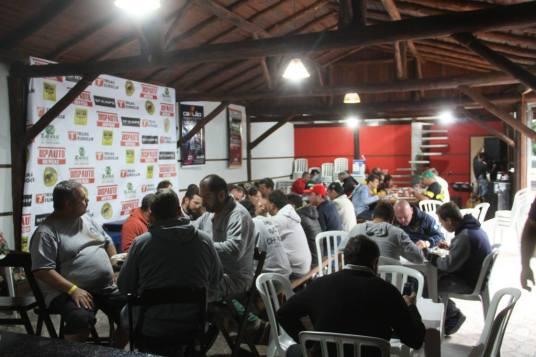 A recepção aos competidores aconteceu na Chácara Basílio no distrito do Tronco (Foto: Daniel Calvo)