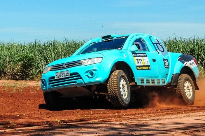 A bordo de uma Mitsubishi L200 Triton SR, a dupla compete pela Pró Brasil (Doni Castilho/DFotos)