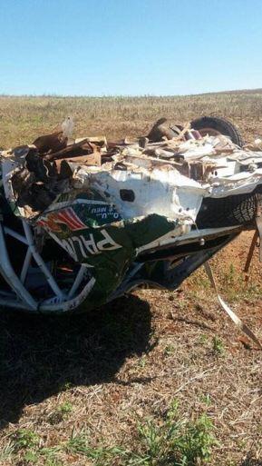Carro de Paulo Nobre, que sofreu acidente a quase 200km/h na primeira etapa do Campeonato Brasileiro de Rali de Velocidade. Reprodução: Twitter/Portal Mundo Rally