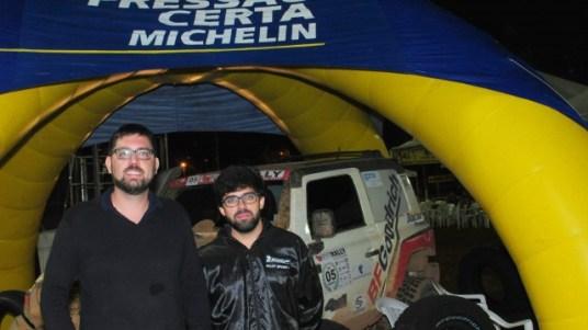 Prestigiando Novo Rally MG, Daniel Verdinelli (esq) e Pedro Prata (dir), ambos da BFGoodrich que patrocinou o evento. Foto: Dudu Mazzei