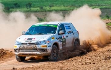 Duplas se enfrentarão diretamente em autódromo de terra. Foto: Marcio Machado / Mitsubishi