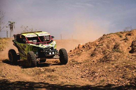 Lucas Barroso/Breno Rezende a bordo do UTV Can-Am Maverick X3 no Rally dos Sertões 2017 Crédito: Victor Eleutério/DFotos