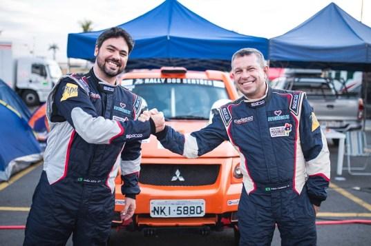 Parceira dentro e fora dos grids leva a sintonia ideal para um Rally dos Sertões (Victor Eleutério/Fotop)