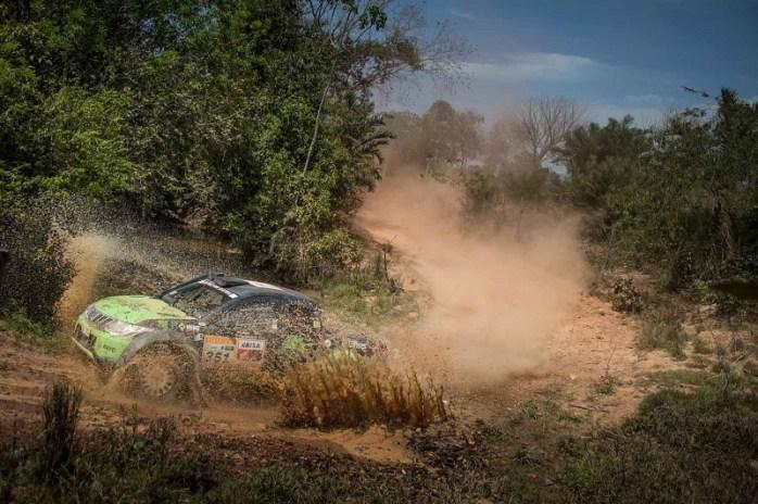 Terceira etapa do Rally dos Sertões terminou em Aruanã, GO, depois de 306 km (Gustavo Epifanio/Fotop)