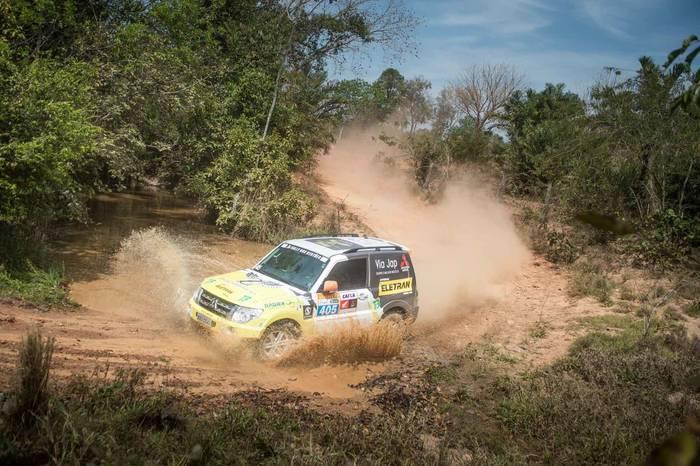 Pai e filho competem pela segundo ano consecutivo o Rally dos Sertões (Gustavo Epifanio/Fotop)