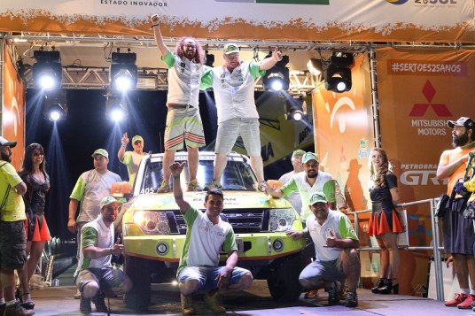 Equipe Zenz Rally Team concluiu pelo segundo ano consecutivo o Rally dos Sertões (Marcelo Machado/Fotop)