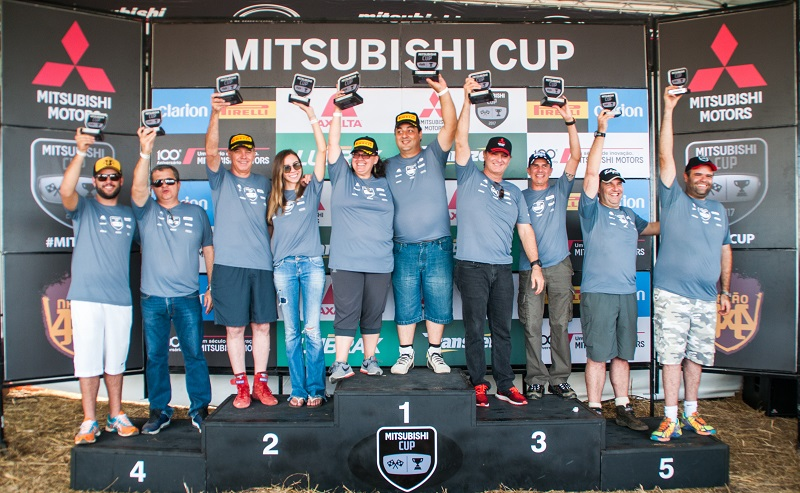 No final da etapa, os melhores de cada categoria sobem ao pódio. Foto: Marcio Machado / Mitsubishi