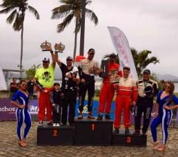 Pódio da categoria RC4, com Bianchini e Santos em segundo (Divulgação)