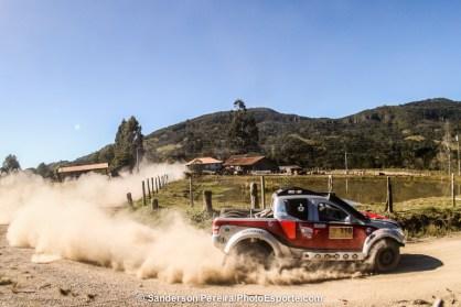 Facco disputa as provas de Rally Cross Country com a Mitsubishi Triton Sport SR. Foto: Sanderson Pereira/PhotoEsporte