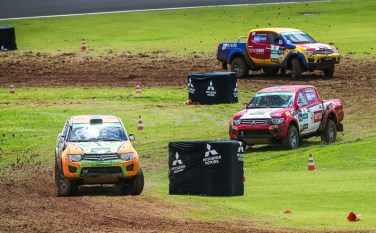 Disputa direta entre as duplas tornou etapa ainda mais emocionante. Foto: Marcio Machado / Mitsubishi