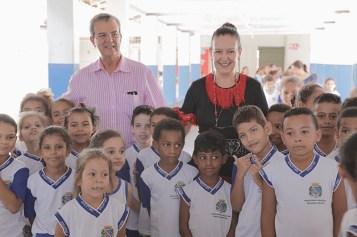 Prefeito Dilador Borges, Tânia Mara e as crianças (Pedro Santos/Photo Action)