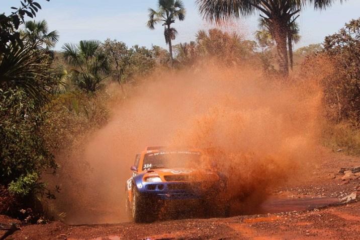 A dupla disputa o RN1500 pela categoria Protótipos 1 (Sanderson Pereira/PhotoEsporte)