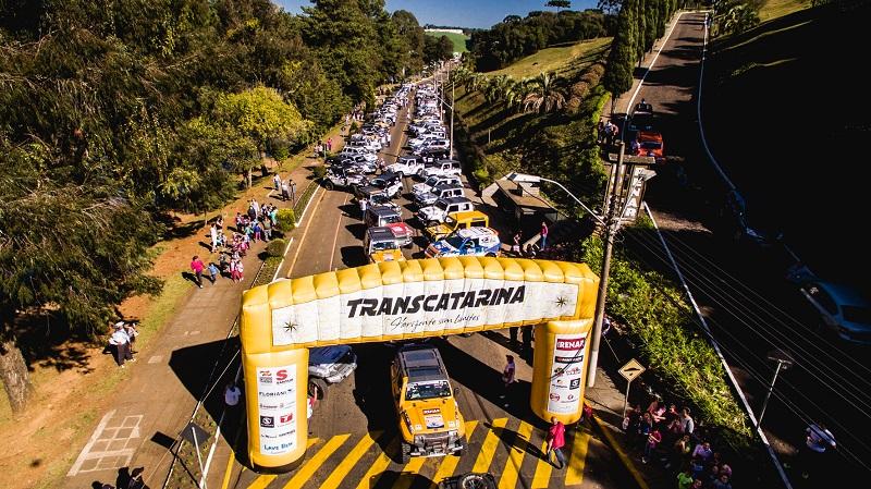 Hoje, com um grid de mais de 200 veículos e cerca de 800 pessoas de 12 Estados (Victor Eleutério/DFOTOS)