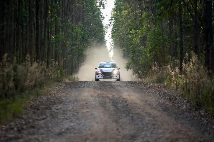 Com o resultado, dupla é líder do Brasileiro de Rally de Velocidade na RC2N (Foto: Nelson Santos Jr/PhotoAction)