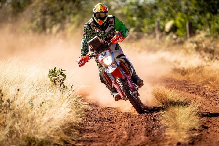 Folly #33 se destaca na prova e fecha em 3o na geral nas motos na Etapa4 (Ricardo Leizer/Fotop)