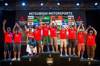 Muita festa no pódio na categoria Turismo Light (Foto: Adriano Carrapato/Mitsubishi)