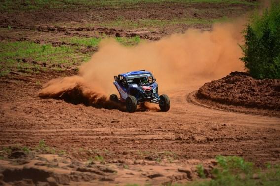 Luppi levou poeira e competiu pela UTV Pró (Nelson Santos Jr/PhotoAction)