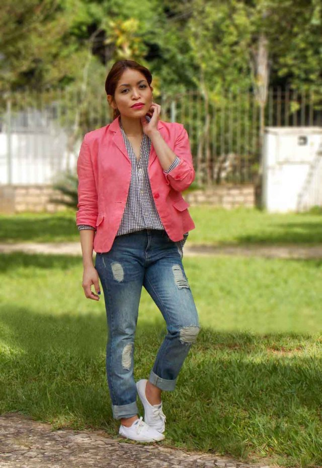 how-to-wear-a-pink-blazer
