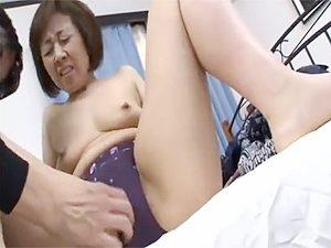 柳田和美》五十路美ばばぁな叔母に欲情した甥っ子が近親相姦ですが黒乳首の勃起率が凄いんですw