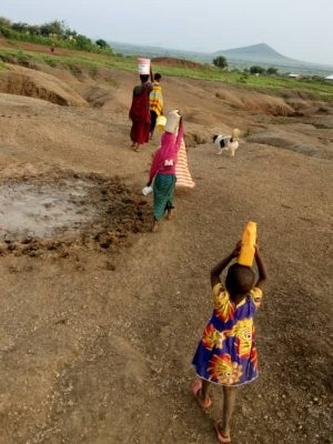 Lendikinya girls fetching water 2